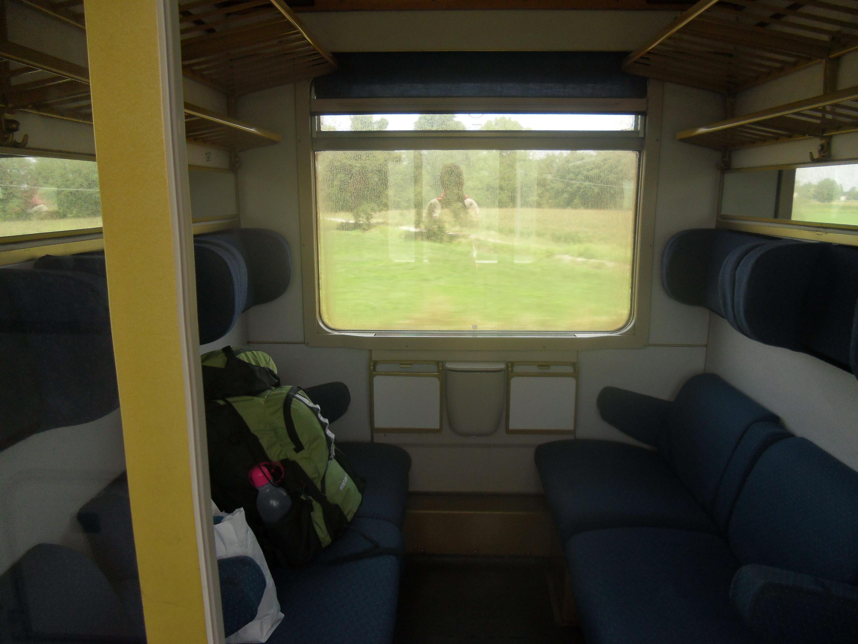 Compartemen di kereta api dan tas hijau kesayangan saya