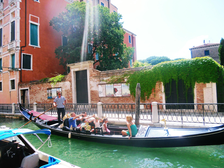 Mas Gondola + penumpangnya